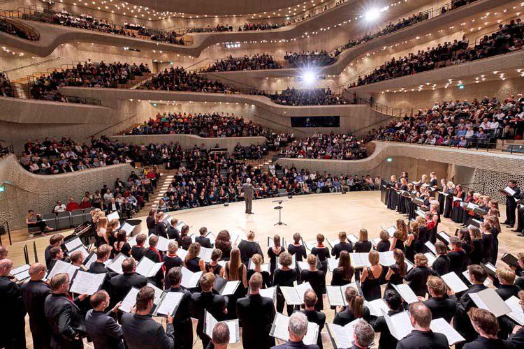 Chöre singen in der Elbphilharmonie