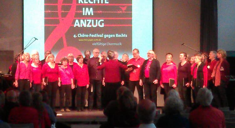 Chor Hamburger GewerkschafterInnen auf der Bühne