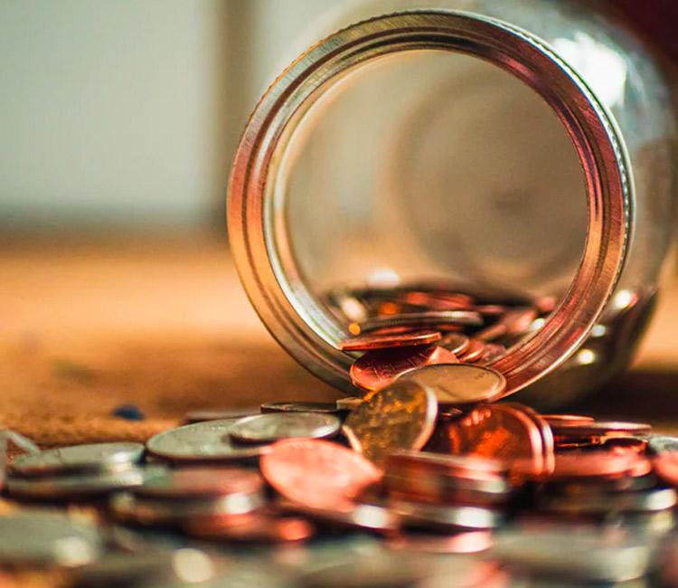 Glass mit Kleingeld