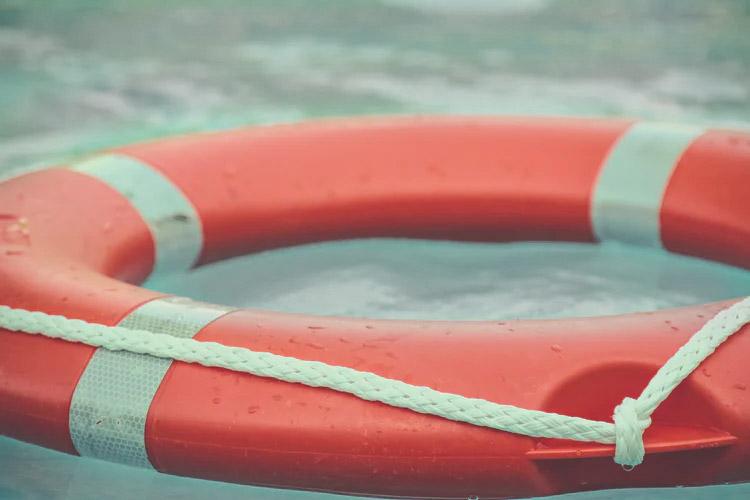 Rettungsring auf dem Wasser