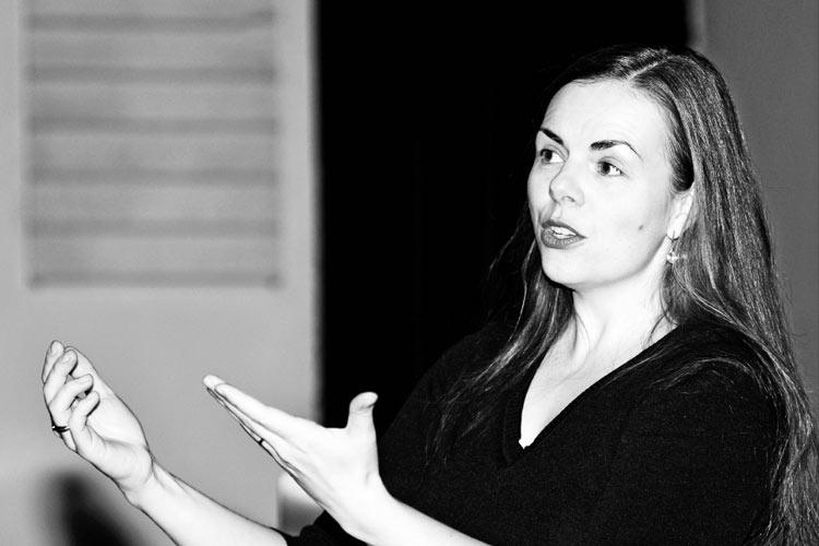 Susan Lahesalu beim Dirigieren